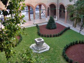 Quiet new apartment in Renaissance Palace -Ferrara - Sermide vacation rentals