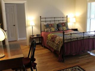 Cozy Cottage with Internet Access and Microwave - Abingdon vacation rentals