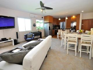HSJB4 -Amazing one bedroom one Block from 5th Ave - Playa del Carmen vacation rentals