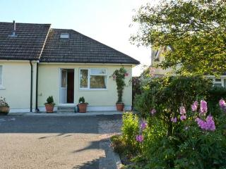 MANDALAY COTTAGE, near North Dartmoor, scenic walks, with off road parking and a garden, near Okehampton, Ref 18379 - Okehampton vacation rentals