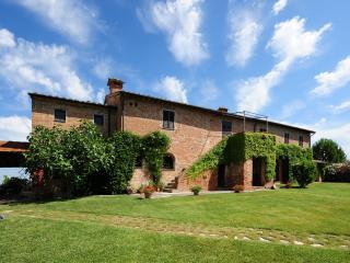 Countryside Farmhouse with a Private Pool - Casa Valiano - Valiano vacation rentals