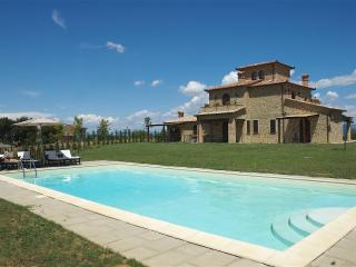 Large Farmhouse in Umbria for a Group - Casa Lago - Umbria vacation rentals