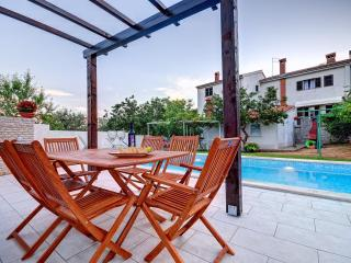 Comfortable appartment with pool, ideal for family - Pula vacation rentals