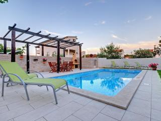 Cozy and modern, with pool & garden view - Pula vacation rentals