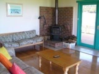 family room - cosy 3 bedroom cottage overlooking the ocean - Fish Creek - rentals