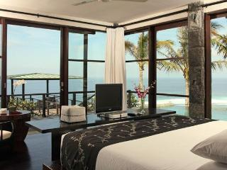 ABSOLUTE CLIFF BEACH FRONT 5* LUXURY CHEF DRIVER - Ungasan vacation rentals