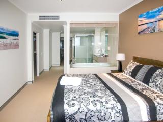 Sandcastle 607 Beachside Apartment. Foxtel & Wifi. - Crescent Head vacation rentals