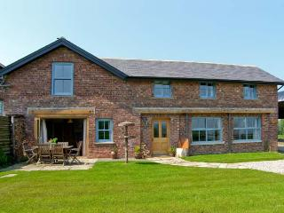 BOUSDALE MILL COTTAGE, luxury cottage with woodburner, king-size beds and panoramic views, near Great Ayton Ref 16853 - Great Ayton vacation rentals