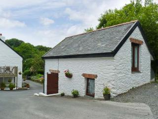 THE BARN - 'upside down' romantic cottage with shared games area, off road parking and lovely views Ref. 17733 - North Devon vacation rentals