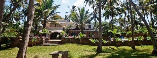 KIVULINI BEACH VILLA (ON BEACH & SLEEPS 10 GUESTS) - Mombasa vacation rentals