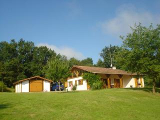 La Croisee Des Vents - Spacious Family home access - Cassen vacation rentals