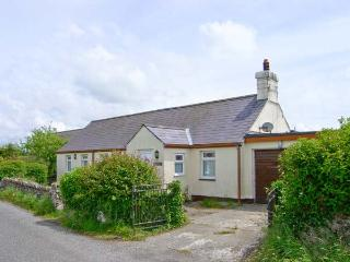 MINFFORDD rural location, woodburner, family-friendly cottage in Rhosniegr Ref 17233 - Island of Anglesey vacation rentals