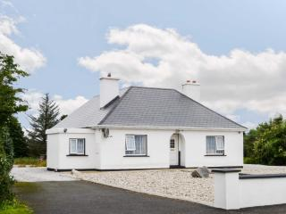 CARNMORE COTTAGE, ground floor cottage with a multi-fuel stove and spacious garden, Ref 16981 - Dungloe vacation rentals
