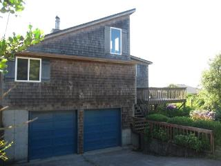 3 Bedroom, 2 bath in Cape Meares with a Hot Tub! - Cape Meares vacation rentals