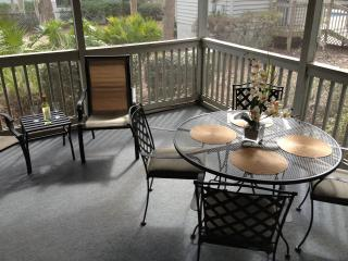 Cozy Remodeled Villa, Short Walk to Beach, Wi-Fi - Hilton Head vacation rentals