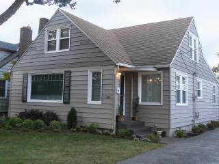 PERFECT Family or Group Retreat DOWNTOWN 5 BEDRMS! - Southern Washington Coast vacation rentals