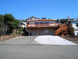 136  Plus- 5 Star Reviews* Oceanview *Hot tub*2Bea - Lincoln City vacation rentals