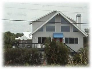 The colors of Bay Mar with great beach view - Fort Myers Beach vacation rentals