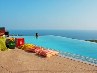 Superb luxury villa for your dream holiday: Anais - Lloret de Mar vacation rentals