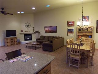 Beautiful 3 bedroom Moab House with Garage - Moab vacation rentals