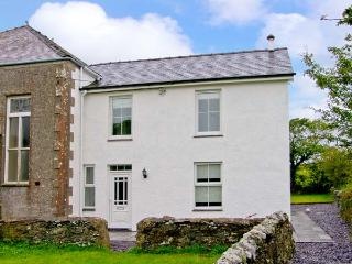CHAPEL HOUSE, rural views, near beaches, off road parking, with a garden, in Elim, Ref 18490 - Elim vacation rentals