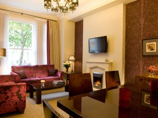 2 Bedroom 2 bathroom One Block from Harrods - London vacation rentals
