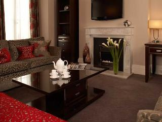 Exclusive Luxury 4 bed Apartment next to Harrods - London vacation rentals