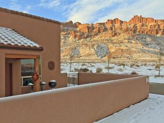 3BR w/ fireplace, pvt hot tub, unobstructed views - Fleischmanns vacation rentals