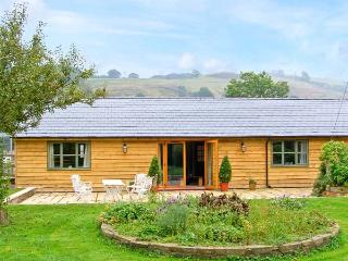 DOLLEY FARM COTTAGE, lovely views, hot tub, off road parking, with a garden, in Presteigne, Ref 14670 - Mid Wales vacation rentals