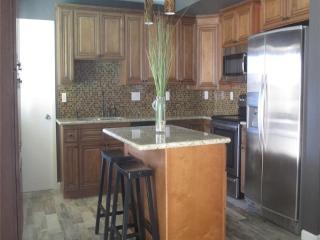 Sleek furnished home great location in Scottsdale - Scottsdale vacation rentals