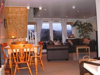 2 Bed Cottage Overlooking Spectacular Loch Katrine - Callander vacation rentals