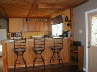 2 bedroom house on private road...walk to shops - North Conway vacation rentals