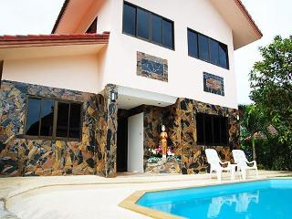4 BDRM  FAMILY VILLA  PRIVATE POOL TROPICAL GARDEN - Cherngtalay vacation rentals