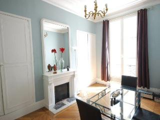 Gorgeous Typical Parisian Apartment - Super Centra - Paris vacation rentals
