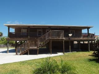3 Bedroom 2 Bath home right next to the city pool with plenty of boat parking - Port Aransas vacation rentals