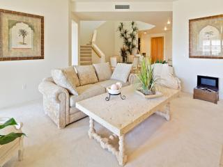 LUXURY TROON GOLFVILLA OVERLOOKS GOLFCOURSE & POOL - Scottsdale vacation rentals