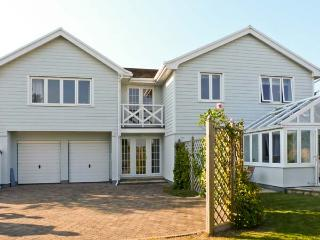 CHARTFIELD, beautiful property, sea views, pet-friendly, Ref. 15493 - Totland vacation rentals