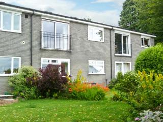 BAYTREE APARTMENT, lovely views, scenic walks, with off road parking and a garden, in Grange-over-Sands, Ref 18913 - Grange-over-Sands vacation rentals