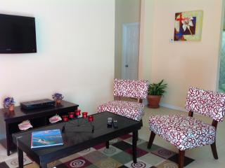 Gorgeous 2 bedroom Apartment in Nassau - Nassau vacation rentals