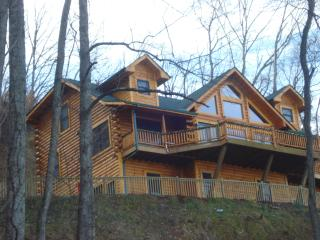 Jus Hi Enuff Exec Log Cabin in Maggie Valley NC - Maggie Valley vacation rentals