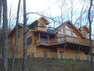 Jus Hi Enuff Exec Log Cabin in Maggie Valley NC - Maggie Valley vacation rentals