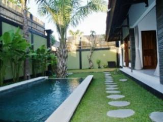 LEGIAN / SEMINYAK - (o) 4 Bedroom Villa - je - Legian vacation rentals