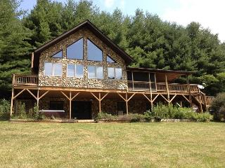 New River Lodge - Hot Tub - Fire Pit - Pool Table - Sleeps 12 - Creston vacation rentals