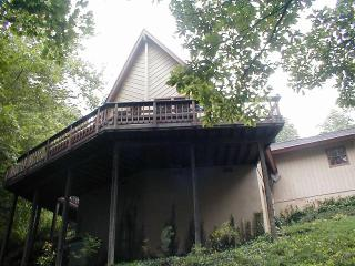 Nice House in Columbus with Deck, sleeps 6 - Columbus vacation rentals