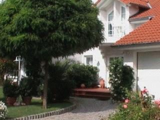 LLAG Luxury Vacation Apartment in Niedenstein - 861 sqft, blue, comfortable, cozy (# 3101) - Niedenstein vacation rentals