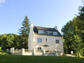 Large House & Garden in Carhaix - Tranquil Settling with Amenities & Cycle Paths - Carhaix-Plouguer vacation rentals