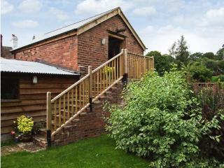 THE BREWHOUSE, near walks, off road parking, lawned garden, in Bridgnorth, Ref 19153 - Bridgnorth vacation rentals