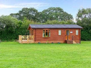 SYCAMORE LODGE, detached timber chalet, with two bedrooms, en-suite bathroom, and decked area, in Hinstock, Ref 19308 - Hinstock vacation rentals