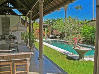 Lovely Traditional Villa Aisis in heart of Seminyk - Seminyak vacation rentals
