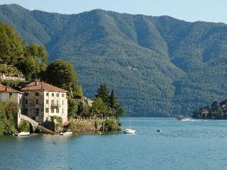 Spacious apartment located directly on Lake Como - Moltrasio vacation rentals